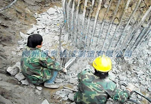 河南鄭州巖石劈裂機解決硬石難除的難題案例