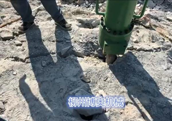 贵州岩石劈裂机劈裂岩石一个平方的单价是多少