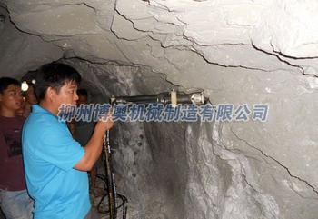 隧道沟渠及其它岩石的挖掘劈裂机的使用方法