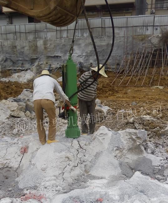 挖机大型岩石劈裂机FL300_副本